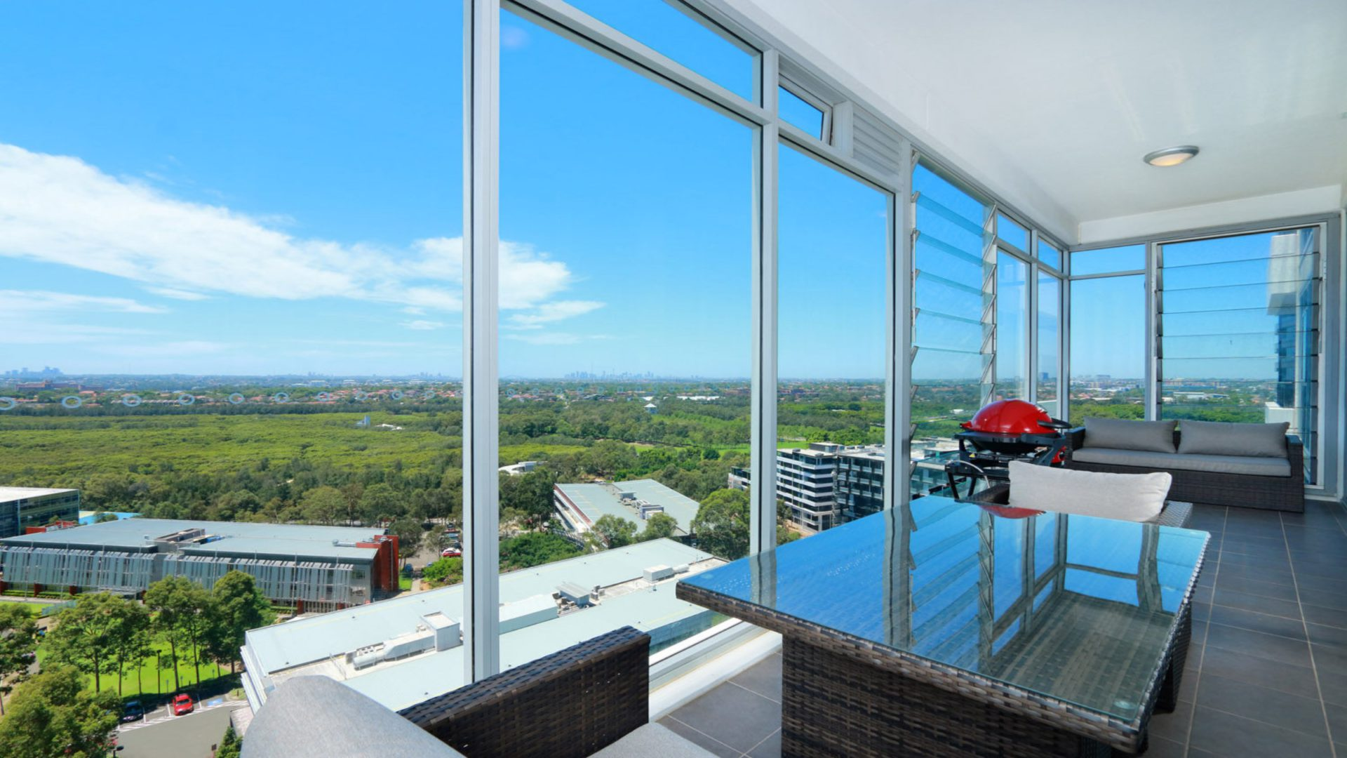 Australia Towers 13.08 // 1 Bed Spacious and Bright Apartment, Fantastic Views