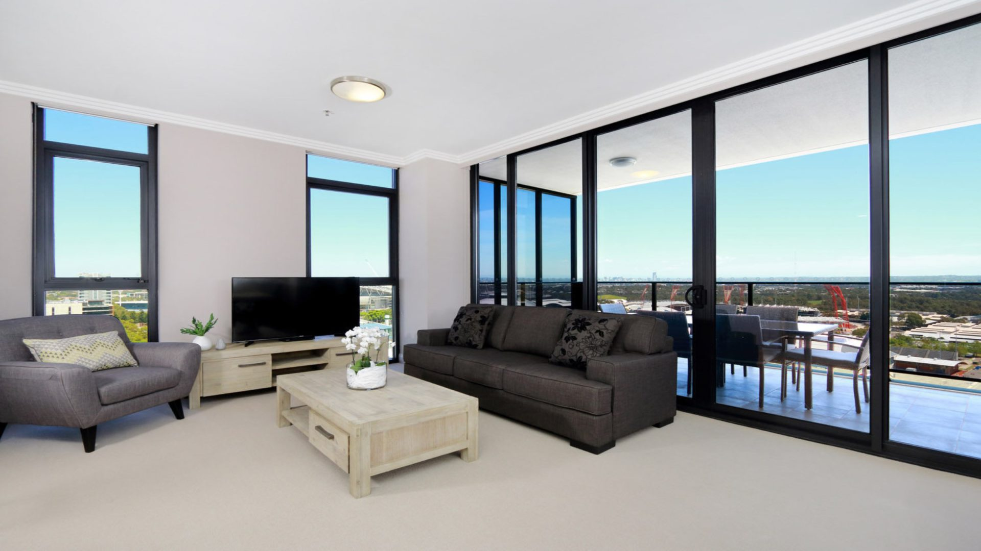 Australia Towers // 3 Bed 2 Bath Spacious and Modern Apartment, Olympic Park Views - 17.03