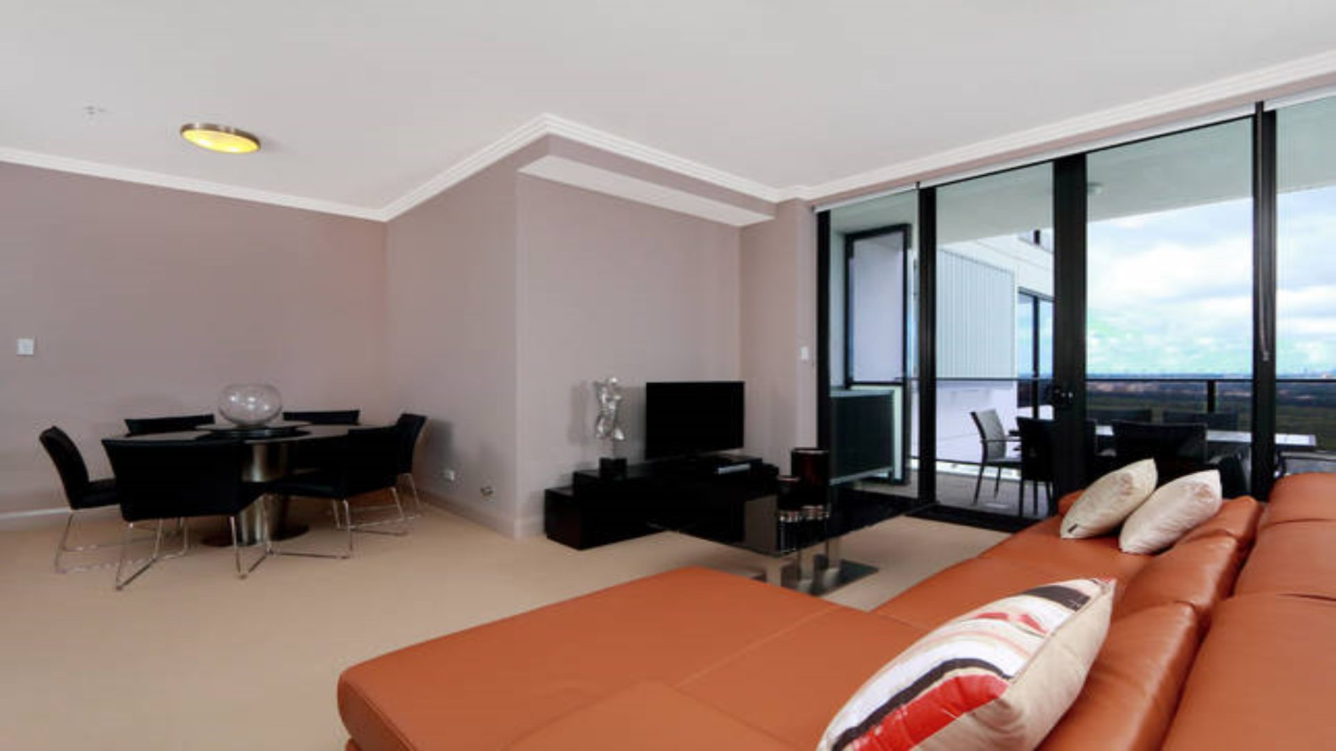 Australia Towers 9.06 // 2 Bed 2 Bath Stylish Apartment with City Views